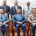 Le président du FFM, les chefs d'églises de la FFKM et les présidents Rajaonarimampianina, Ratsiraka et Ravalomanana