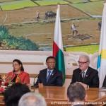 Le président Rajaonarimampianina entouré de Jacques Bilodeau, SG de l'OIF et de Béatrice Attalah, ministre des Affaires Etrangères