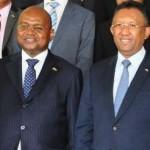Le président Rajaonarimampianina (à droite) et le premier ministre Jean Ravelonarivo