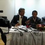 Le Directeur Général de Mago entouré des deux avocats du groupe Tiko