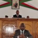 Le premier ministre Olivier Mahafaly face aux députés (Ph: Primature)