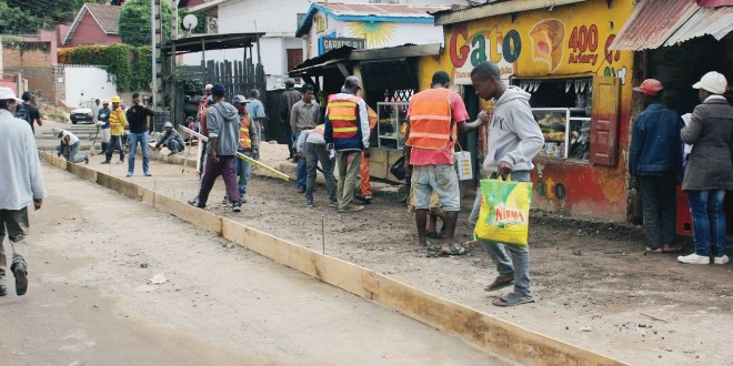 Route d'Ambohipo : Le chantier en cours de finition