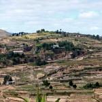 Des champs et des rizières à sec dans les environs d'Antananarivo