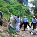 Démantèlement d'abris de fortune par la police municipale à Antananarivo