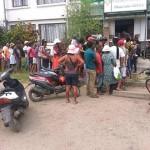 Fil d'attente devant une pharmacie à Toamasina