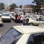 Sit-in des conducteurs de taxi près de l'Hôtel de ville