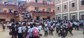 Les élèves Malgaches retournent à l'école