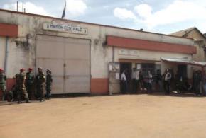 Les syndicats réclament la libération de deux agents pénitentiaires