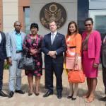 Le Chargé d'affaires de l'ambassade des Etats-Unis, avec des députés de l'opposition à l'issue de l'entretien.