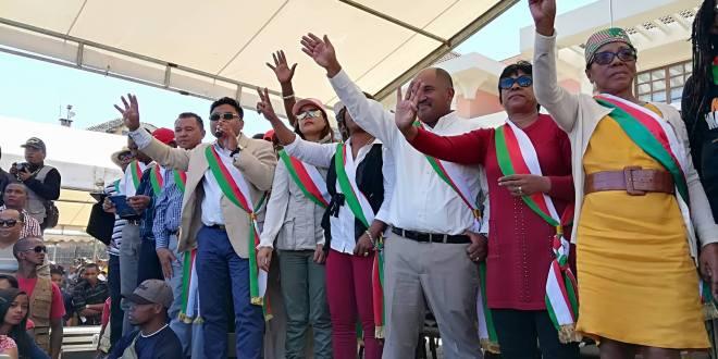 L'opposition exige le départ du président et du gouvernement